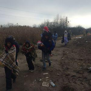 b_300_0_16777215_00_images_stories_izbeglice_na_srpskomakedonskoj_granici.jpeg